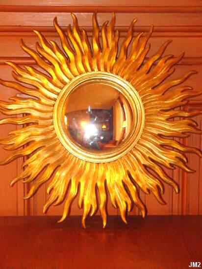 Miroir sorci re vers 1940 en bois dor et glace grossissante for Miroir soleil bois