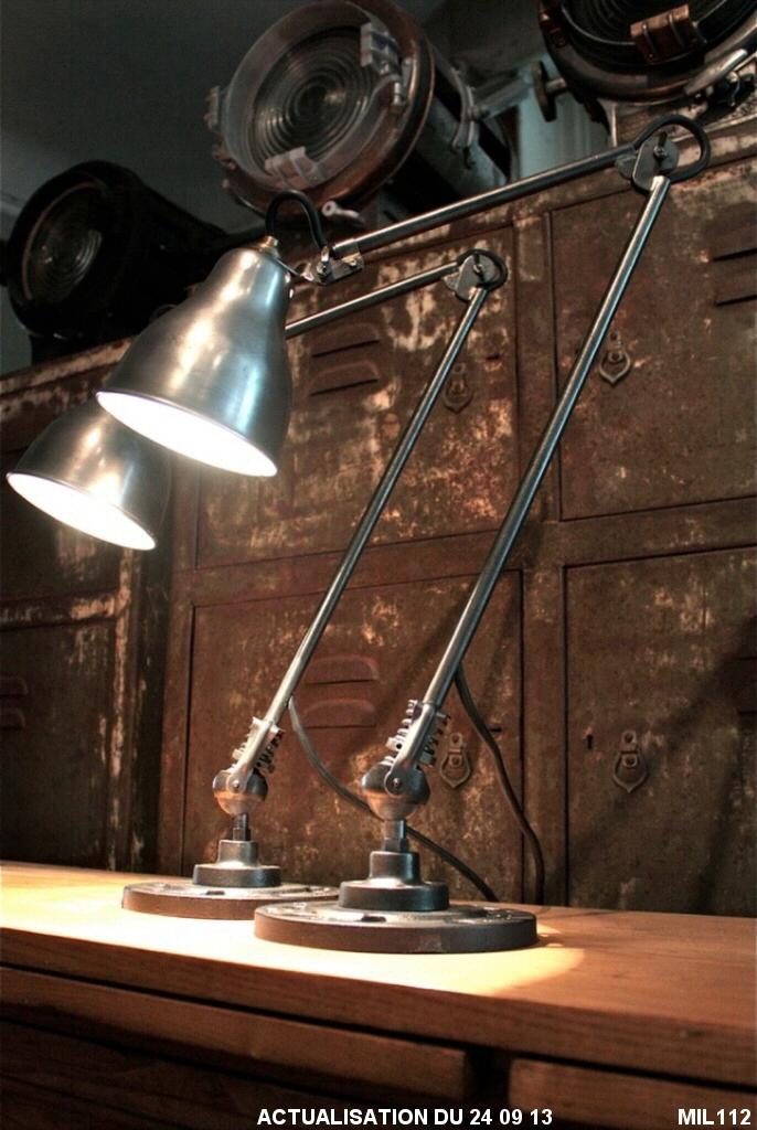 paire de lampes industrielles. Black Bedroom Furniture Sets. Home Design Ideas