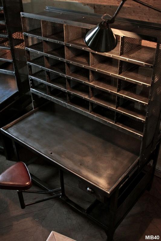 bureau de tri postal. Black Bedroom Furniture Sets. Home Design Ideas