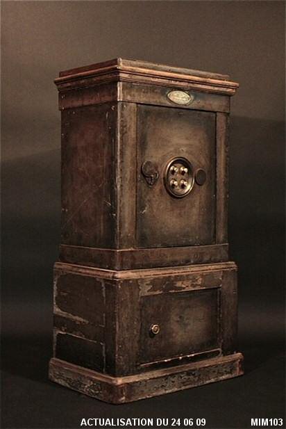 coffre 1900 tous les objets de d coration sur elle maison. Black Bedroom Furniture Sets. Home Design Ideas