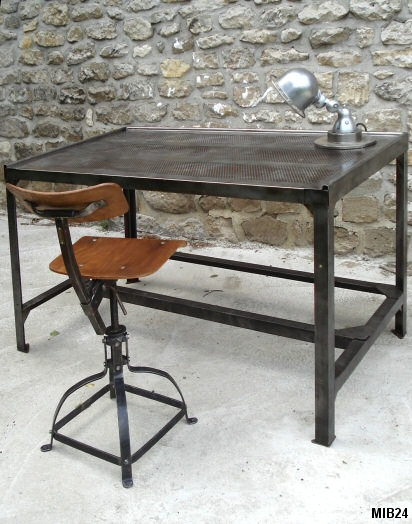 table bureau en m tal et t le perfor e vers 1950. Black Bedroom Furniture Sets. Home Design Ideas