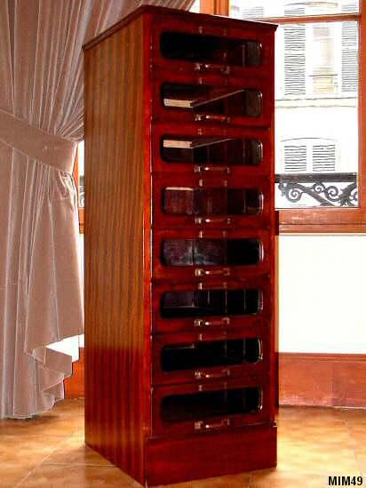 meuble anglais vers 1930 trs belle facture 8 tiroirs vitrs idal pour rangement