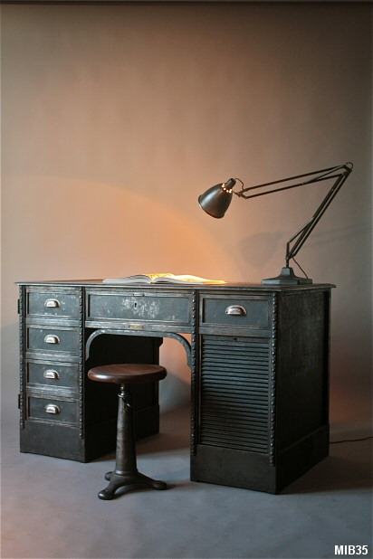 bureau industriel italien. Black Bedroom Furniture Sets. Home Design Ideas