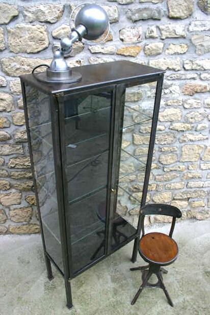 Armoire m dicale deux ventaux vers 1920 for Meuble vitrine industriel