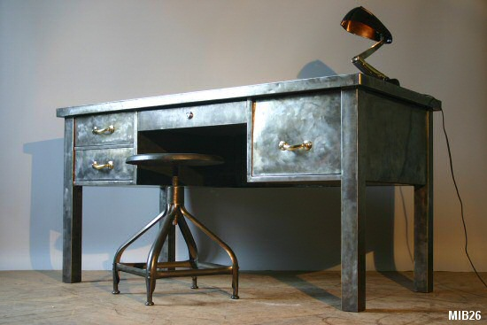 bureau en acier brut vers 1950. Black Bedroom Furniture Sets. Home Design Ideas