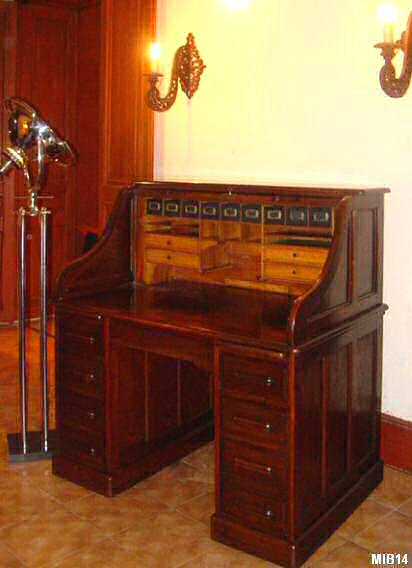 bureau am ricain cylindre de type dos d 39 ne d 39 origine anglaise vers 1930. Black Bedroom Furniture Sets. Home Design Ideas