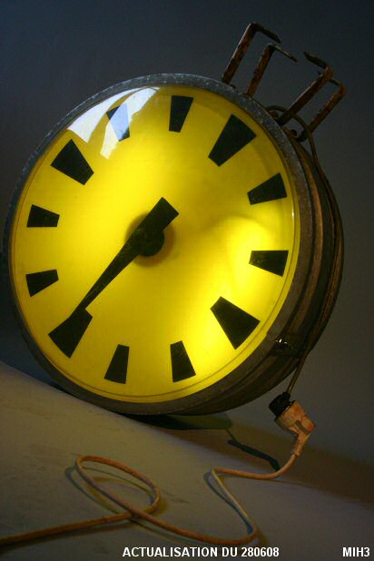 Photo d'une horloge d'usinele