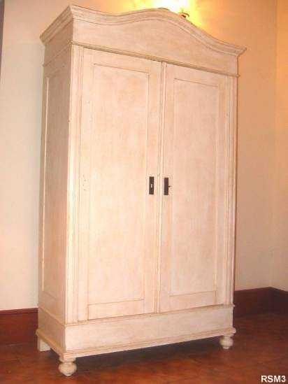 armoire chapeau de gendarme. Black Bedroom Furniture Sets. Home Design Ideas